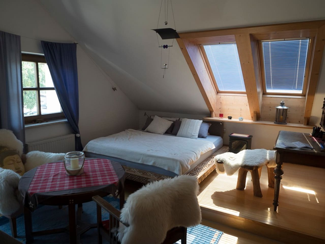 Elternschlafzimmer mit 180 x 200 cm Bett