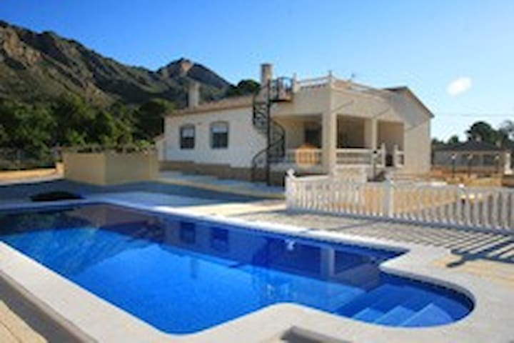 Quiet detached villa with private pool in Abanilla