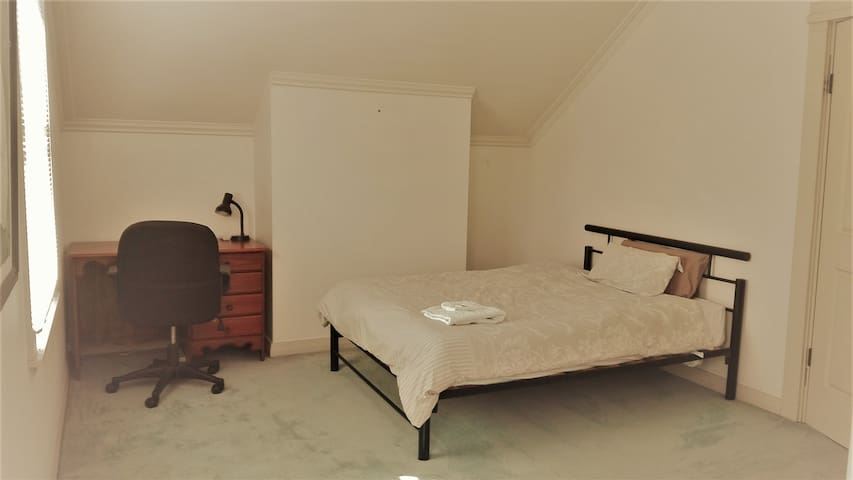 Master bedroom with ensuite 5 min from CBD - Glebe - Hus