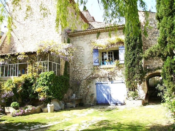 Authentique maison provençale en pierre