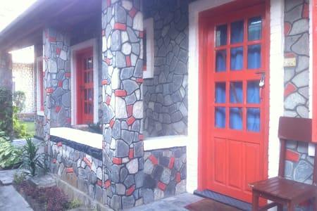 HOTEL 7 CONTINENTS(COTTAGE 2) - Pokhara - ที่พักพร้อมอาหารเช้า