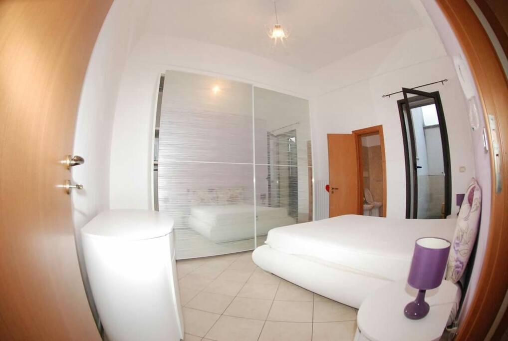 Camera da letto matrimoniale con bagno