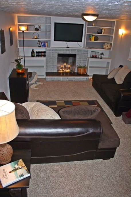 "Large living area with 47"" flat screen TV. Access to Netflix and other apps via appleTV- or streaming through your personal device."
