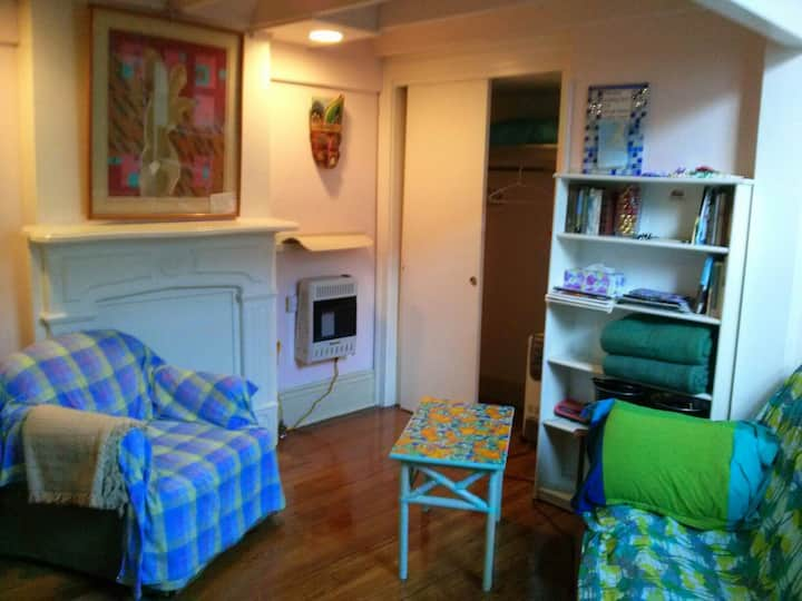 FABULOUS LOCATION Private bath-living room-parking