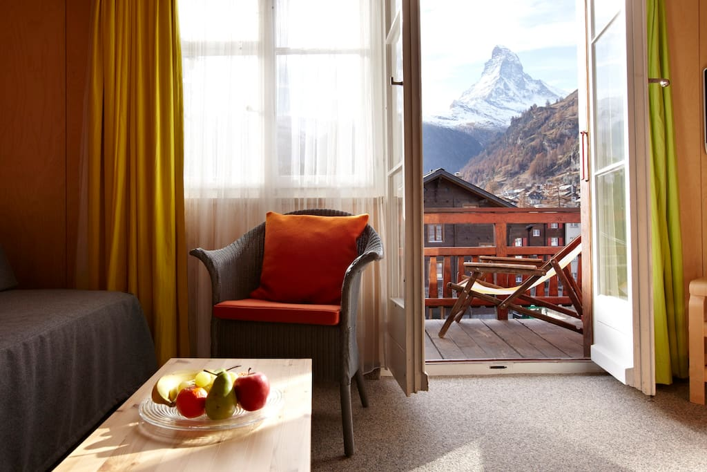 living room with balcony and view to the Matterhorn