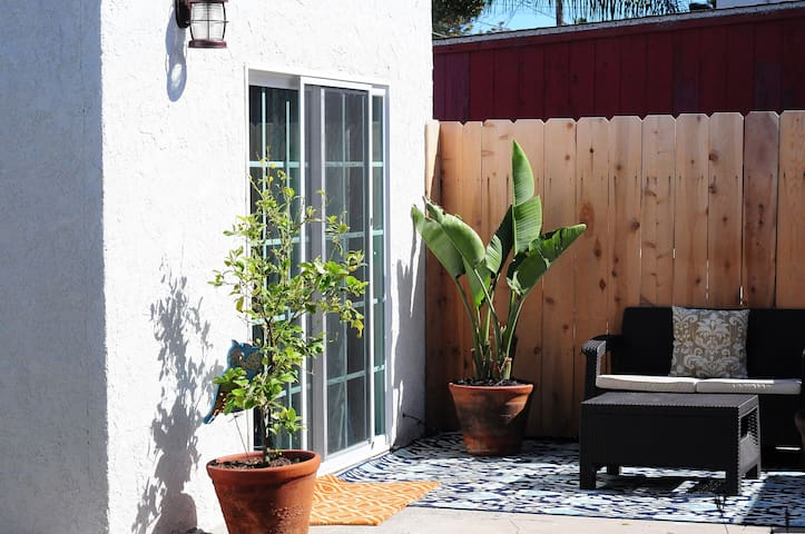 Spanish Studio in Hip Neighborhood - San Diego - Altres