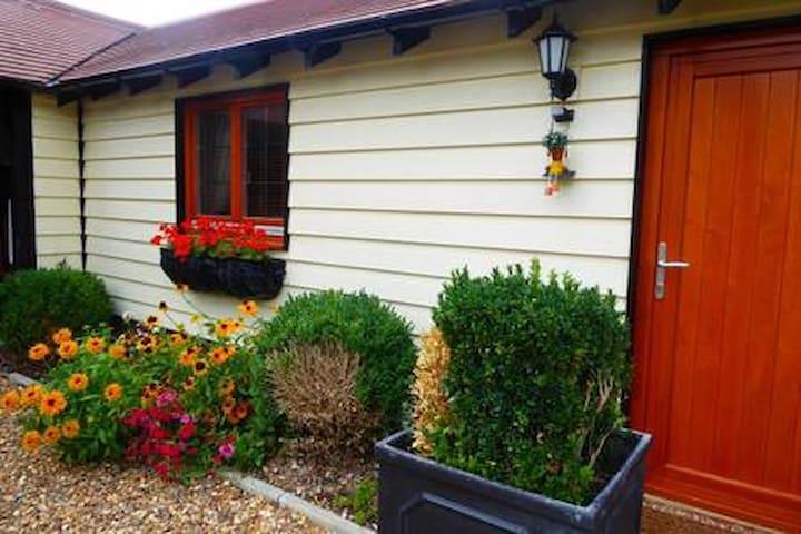 Magnolia Room in Handywater Courtyard Cottage