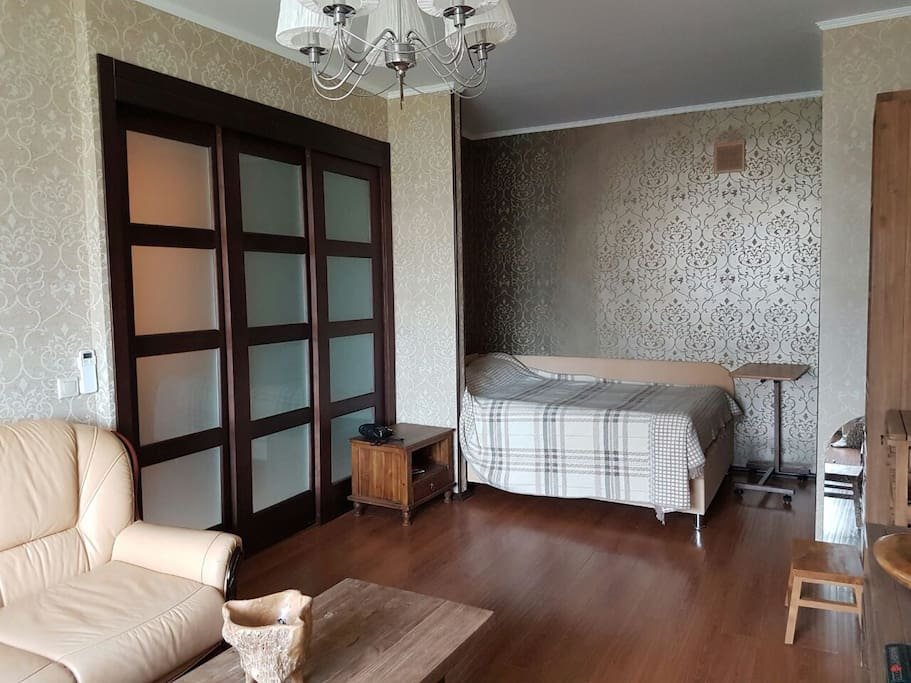 комната вид на кровать