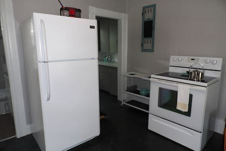 /Fully Furnished 1 Bed / 1 Ba - Avail Now - Manchester
