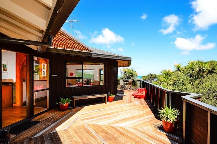 Stunning Location Close to Auckland - Bethells Beach - Huis