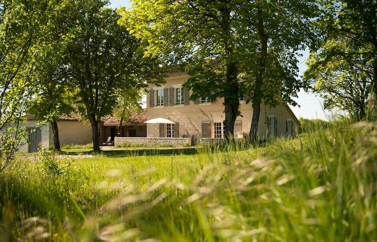 Farmhouse de Charme Quercy Blanc - Sauveterre - House