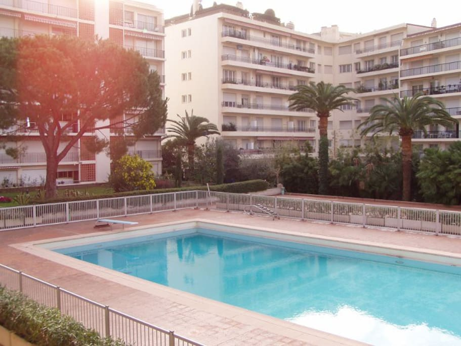 Studio front de mer avec piscine apartments for rent in for Cash piscine 64 idron