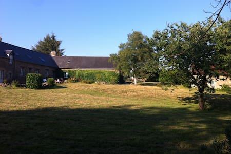 Écrin de Verdure face Village Classé - Moncontour