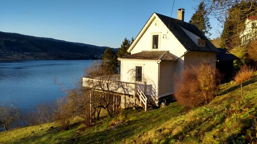 Sofias house with fjord view - 30min from Bergen