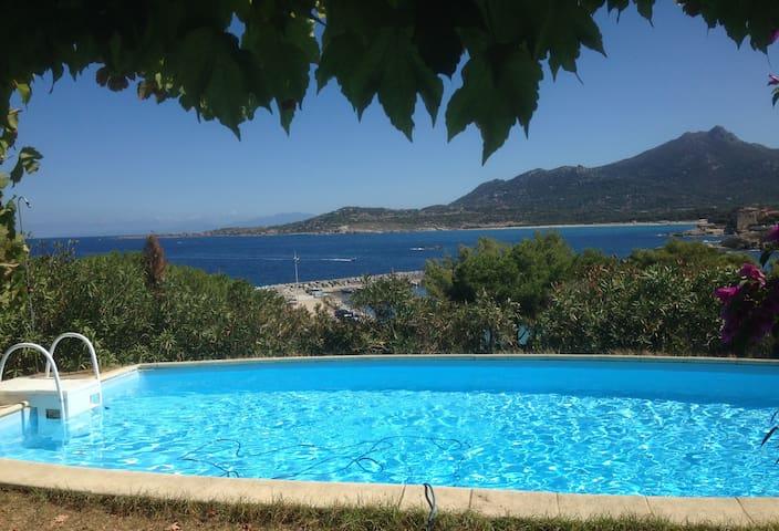 La Corse les pieds dans l'eau - Algajola - Huis