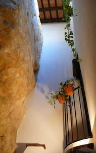 Casa cueva de la Robledo - Peñaflor - บ้านดิน