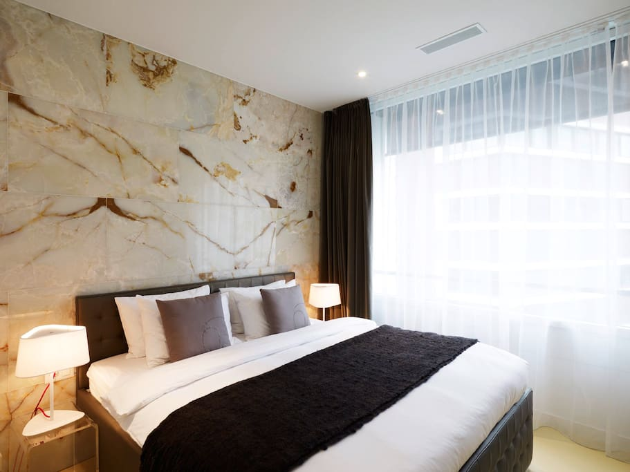 Bedroom with onyx stone wall - CRAZY CHINA STYLE