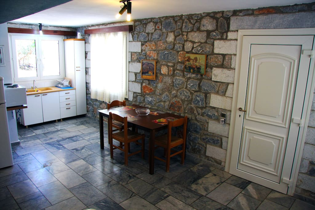 Oitylo Stone Tower, Studio (Kitchenette and dining table)