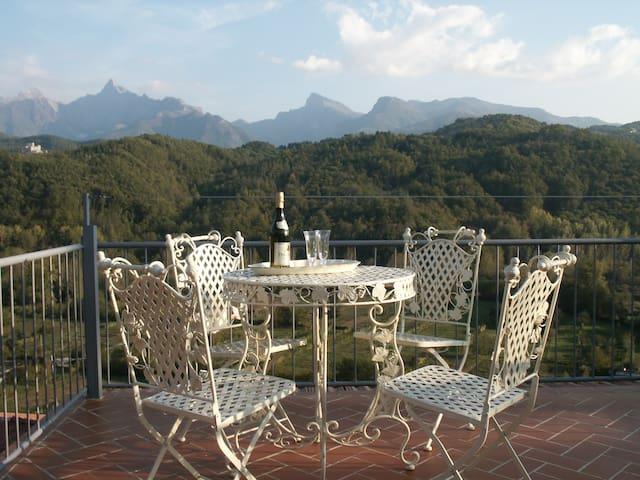 Traditional Tuscan village home  - Gassano - บ้าน