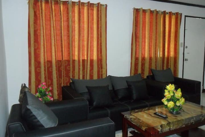 Modern Home, Fully Furnished 40 Minutes to Airport - PH - Hus