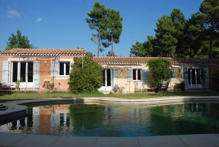 L'Esquirou gîte jaune - Roussillon - Nature lodge