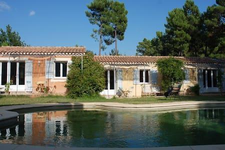 L'Esquirou gîte jaune - Roussillon - Natur-Lodge