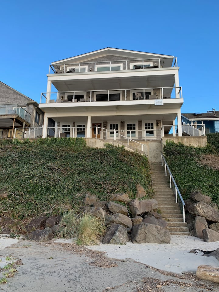 Oceanfront w/ private stairs to beach! (SS)