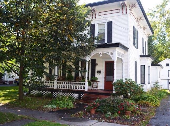 Lovely Victorian home near slu - Canton - Hus