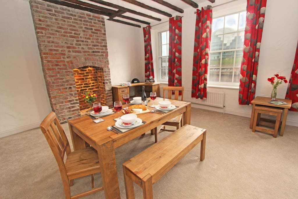 2 Quayside Loft Apartment Newcastle, Dining area suitable for 6 guests