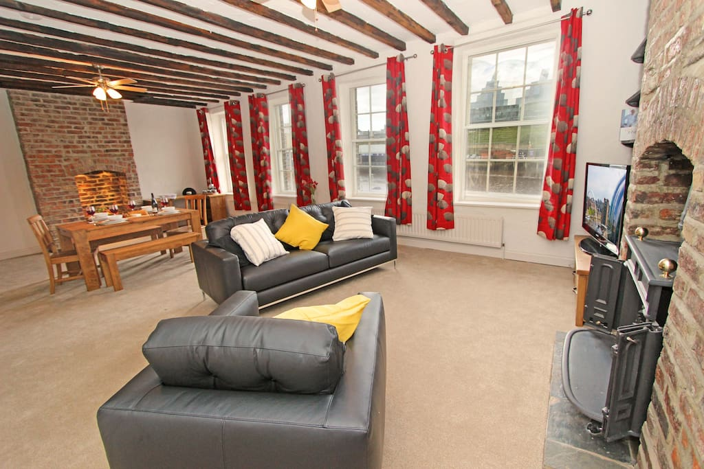 2 Quayside Loft Apartment Newcastle, Lounge area with views across the river Tyne