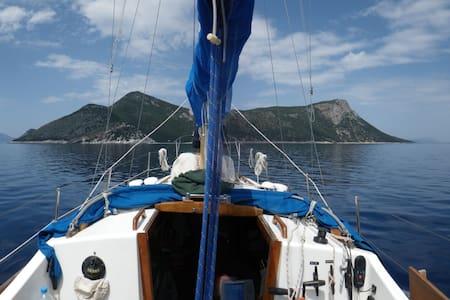 top 20 des voilier p niche et yachts louer marseille airbnb marseille location yacht. Black Bedroom Furniture Sets. Home Design Ideas