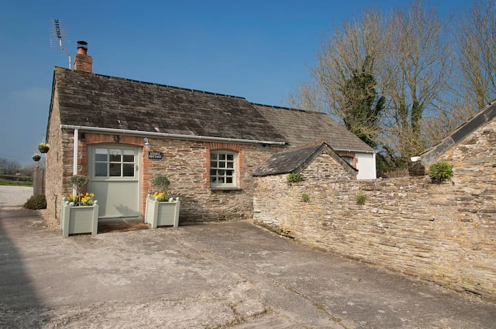 Pretty Stable Cottage walk to Padstow & 8 beaches - Little Petherick - Huis