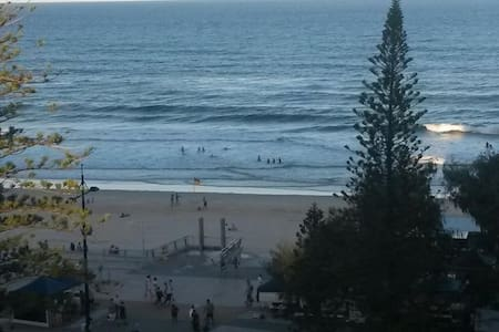 Stunning 8th floor beachfront Ocean Views. Sleeps 4. Min. 3 night stays. Short bookings available on request within 2 weeks of arriving. 2 mins to Cavill Mall, Restaurants, Shops, Trams & Buses. Express buses to Dreamworld, Movieworld, Wet&Wild.