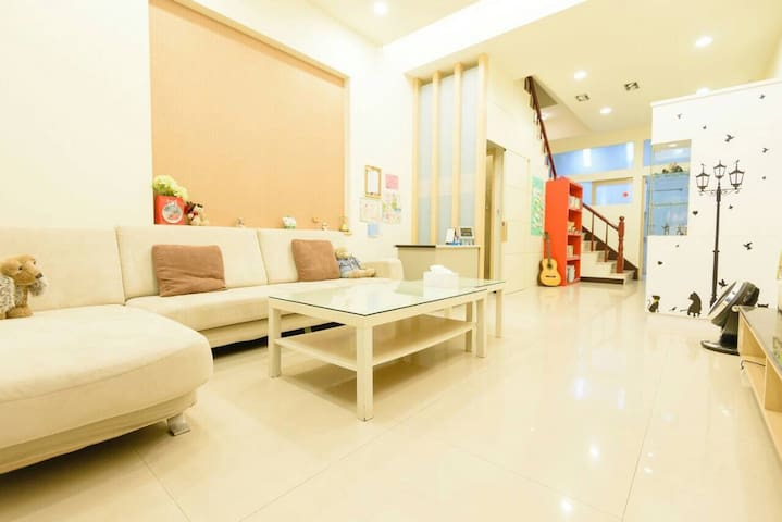 高鐵Q妹家(Kaohsiung Q-Mei hostel) - Zuoying District - Apartamento