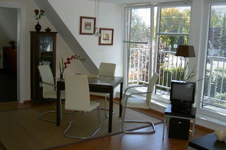 Helle, modern möblierte DG-Wohnung - Gräfelfing