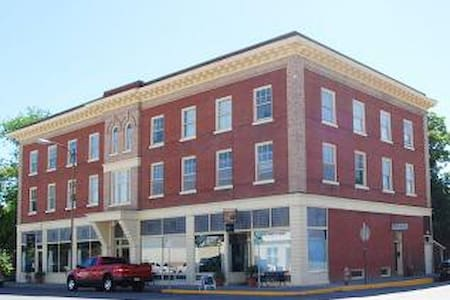 Historic Downtown Condo 24 - Livingston - Condominium