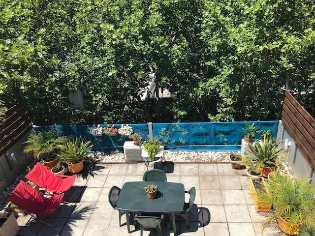 Oasis en la Ciudad: Penthouse privado con jardín