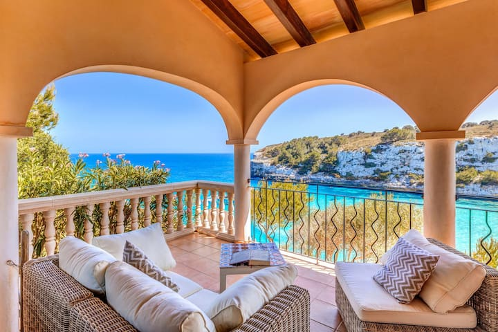 Fantastic Villa with Seaview, Loggia, Airconditioning and Wi-Fi