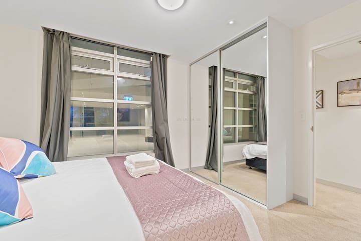 Bedroom with a king-size bed and built-in wardrobe. Can also be set up as 2 Single beds!