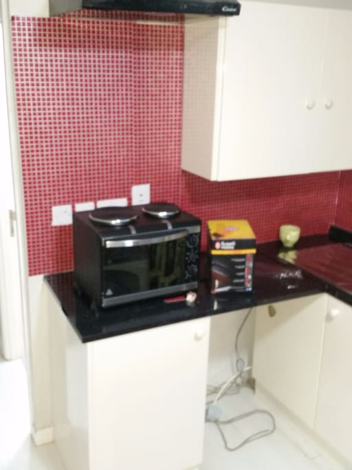 ATTACHED KITCHEN WITH COOKER, TOASTER AND KETTLE.