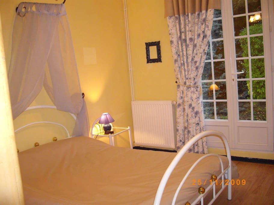 chambre la coubre a 15hm de royan chambres d 39 h tes louer sablonceaux poitou charentes france. Black Bedroom Furniture Sets. Home Design Ideas