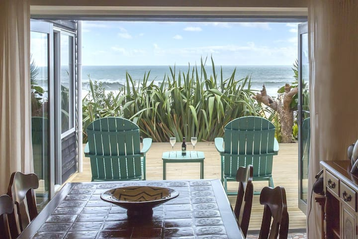 CHESTER COTTAGE - BEACHFRONT HOTEL QUALITY