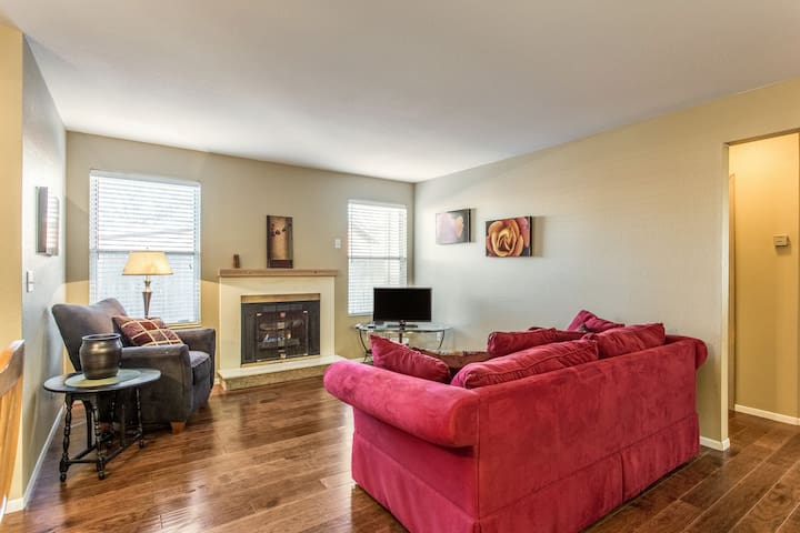Cozy, Peaceful! Across park,near downtown-Unit 102