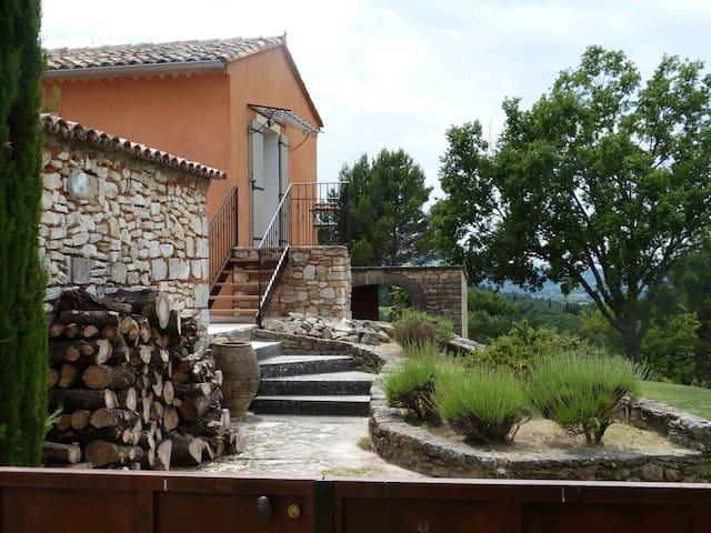 Maison Le Petit Lub en plein cœur du Luberon