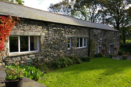 Rural retreat in Lake District Valley Longsleddale - House