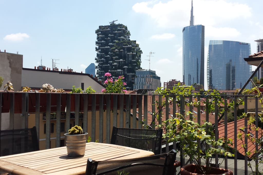 Terrace and view of Vertical Wood and Piazza Gae Aulenti/Porta Nuova