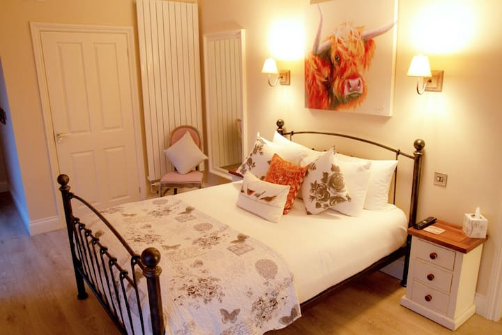 Room 1 - Large Double - Redhill