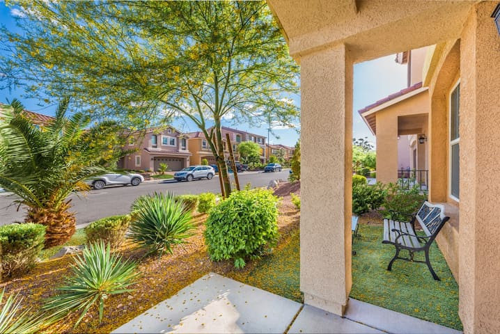 SPACIOUS HOUSE! MINUTES AWAY FROM AIR PORT & STRIP