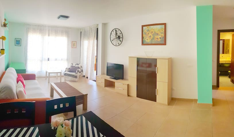 Sunny 1-bedroom Wi Fi/ Private parking/ Terrace
