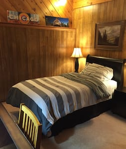 Private Guest Room available Daily/Weekly/Monthly - Crystal Lake - Ház